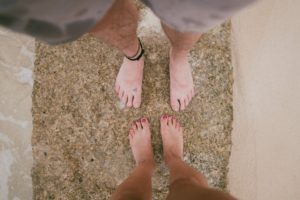 couple-feet-get-grounded